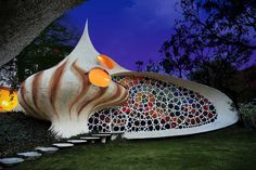 Nautilus-Giant-Seashell-House-in-Mexico-City-0