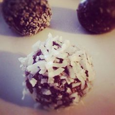 skinnymixer's Chocolate Peppermint Bliss Balls