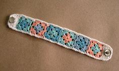 granny square bracelet with snap -tutorial