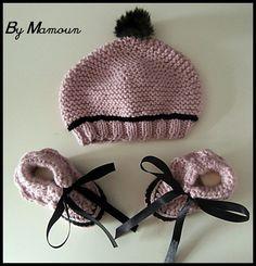 Bonnet bébé et chaussons tricotés et crochetés mains
