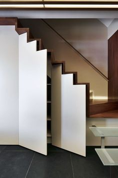 40 Smart Hidden Storage Design That You Can Try in Your Home Understairs Storage Design Hidden home Smart storage Staircase Storage, Stair Storage, Hidden Storage, Staircase Design, Minimalist Home Furniture, Multipurpose Furniture, Small Home Offices, Modern Stairs, Storage Solutions