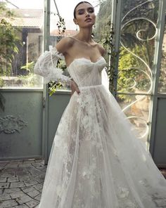 24 Top Wedding Dresses For Bride ❤ top wedding dresses a line sweetheart strapless neckline with detached sleeves lian rokman ❤ Light Grey Bridesmaid Dresses, Grey Bridesmaids, Top Wedding Dresses, Bridesmaid Dress Styles, Bridal Dresses, Wedding Dress Corset, Short Corset Dress, Detachable Sleeves Wedding Dress, Corset Tops