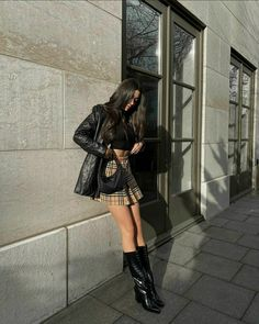 Kpop Fashion Outfits, Edgy Outfits, Skirt Outfits, Girl Fashion, Cute Outfits, Korean Outfits, Preppy Girl, Preppy Style, Burberry Skirt