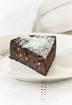 paciarella: torta di pane al cioccolato con amaretti e uvetta                     #recipe #juliesoissons Chocolate World, Chocolate Coffee, Chocolate Desserts, Sweet Corner, Torte Cake, Italy Food, Traditional Cakes, Italian Desserts, Pretty Cakes
