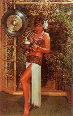 Twirl Paper Umbrellas at the Vintage Tiki Bars That Taught Americans to Relax - Atlas Obscura Tiki Restaurant, Tiki Art, Tiki Tiki, Tiki Hawaii, Blue Hawaii, Vintage Tiki, Vintage Hawaiian, Vintage Ads, Tiki Decor