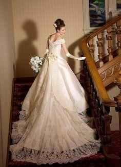 ミカドシルクのクラシカルウェディングドレス