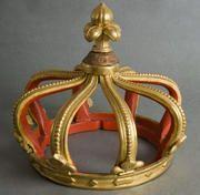 art sacré proviennent de l'ancienne paroisse royale de Saint-Vigor de Marly (Sacred art. Provenance, the ancient royal parish of Saint-Vigor of Marly) Beautiful gilded crown. Fleur de lis finial.