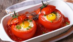 : Ob als Fingerfood auf der nächsten Party oder als Highlight auf dem Frühstückstisch: diese Eier im Tomatennest sind saulecker und super schnell zubereitet