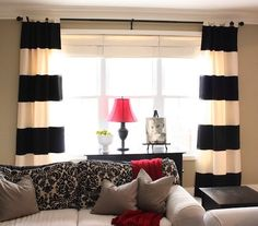 Those drapes? They're NO SEW. Hooray! Click through for tons of great no-sew ideas.