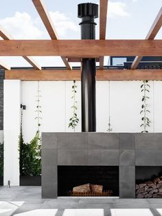 Making room to move from the inside out, these indoor outdoor spaces demonstrate how to bring together interior and exterior living areas. Outdoor Rooms, Outdoor Living, Indoor Outdoor, Outdoor Kitchens, Outdoor Lounge, Outdoor Ideas, Outdoor Fireplace Designs, Outdoor Fireplaces, Modern Outdoor Fireplace