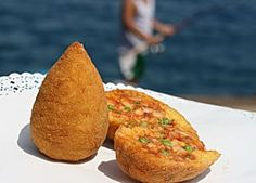 Arancini are stuffed rice balls which are coated with bread crumbs and then deep fried. In this video Chef Pasquale shares his recipe for making Arancini. Meatballs And Rice, Pizzeria, Sicilian Recipes, Sicilian Food, Rice Balls, International Recipes, Carne, Food And Drink, Cooking Recipes