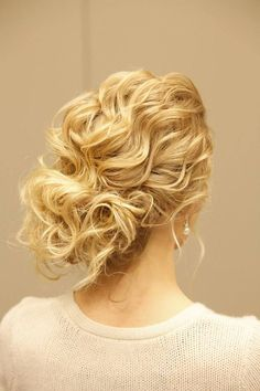 Wedding Day Updo: Take the hottest looks and turn them into a perfect hairstyle for curly hair. You are going to fall head over heels for this simple, sideswept bun. Highlight your hair's natural texture which still rocking a sophisticated bun that is slightly askew to one side.