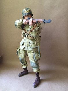 Iron Man Suit, Military Figures, Paratrooper, Army Soldier, Military Uniforms, German Army, Figure Model, Toy Soldiers, Art Reference Poses