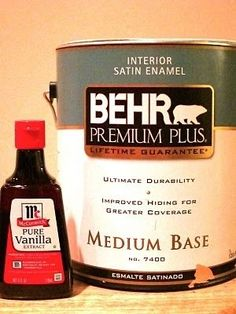Para ayudar con los vapores de pintura, añadir una cucharada de extracto de vainilla a su pintura y mezclar muy bien.