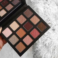 Indulge in soft basics for every look, every occasion with our Warm Neutrals palette!  Cozy up > Link in bio to shop. #sigmabeauty Photo: @fashioninflux