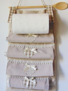 Portarotoli da cucina su Etsy Easy Sewing Projects, Sewing Crafts, Ely, Small Bags, Diy Art, Diy Home Decor, Arts And Crafts, Organization, Quilts
