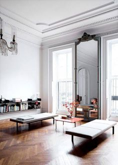 Full height mirror, with movable furniture