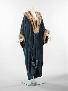 1913 Silk evening coat, cuffs and neckline trimmed with fur.