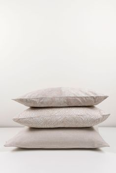 ZigZagZurich makes luxury bedding, duvet covers, curtains, throws and blankets, designed by artists using the finest quality materials made in Italy Luxury Bedding, Duvet Covers, Bed Pillows, Pillow Cases, Artist, Design, Pillows, Luxury Bed Linens