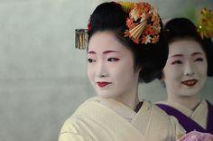 『宮川町の舞妓「まな」「かな」ちゃん』