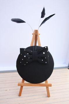 Fascinator schwarz mit Schleife mit kleinen von FascinatorBerlin
