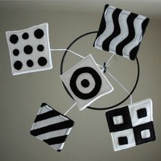 25 Homemade Mobiles for Babies black and white shapes mobile Montessori Baby, Mobile Montessori, Montessori Bedroom, Baby Wallpaper, Newborn Toys, Baby Toys, Homemade Mobile, Baby Lernen, Black And White Baby