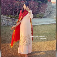 Party Wear Indian Dresses, Indian Wedding Gowns, Designer Party Wear Dresses, Pakistani Dresses Casual, Indian Bridal Outfits, Indian Gowns Dresses, Dress Indian Style, Punjabi Suits Party Wear, Beautiful Dress Designs