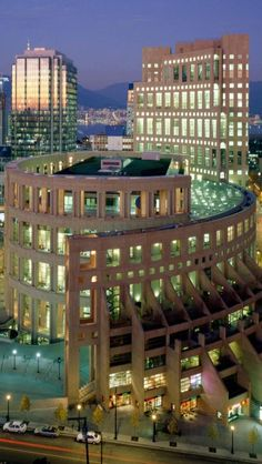 Vancouver Public Library, such an amazing place! Only one block from the Hampton Inn and Suites Vancouver! In Canada. Architecture Antique, Library Architecture, Amazing Architecture, Vancouver Architecture, British Columbia, North America Geography, Beautiful Library, Modern Library, To Infinity And Beyond