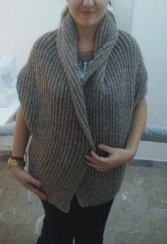 Πλεκτή ζακέτα.Ιδιαίτερο σχέδιο με απλή πλέξη αλλά πολύ εντυπωσιακή.Σεμινάριο Πλέξιμο με Βελόνες Α΄ Κύκλος. Knit Crochet, Knitting, Fashion, Moda, Tricot, Fashion Styles, Crochet, Stricken, Knitwear