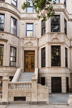 This five-story New York City townhouse features a grand appeal thanks to a contemporary renovation led by Elizabeth Roberts Design and MADE Architecture. summer holiday aesthetic Brilliant renovation of a five-story New York City townhouse Ville New York, Good House, Interior Modern, Home Interior Design, City Living, House Goals, Exterior Design, Future House, Luxury Homes