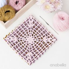 Hello, dears! Just a quick entry here to show you what's on my work table this week: soft colors once again and a new light crochet square m...