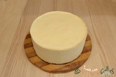 Tort entremet cu fructe de padure si ciocolata alba - simonacallas Vanilla Cake, Mousse, Gem, Cheesecake, Pudding, Cooking, Desserts, Food, Kitchen