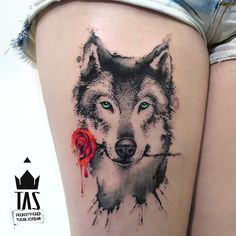 Tudo que ofereço... #rosa #rose #lobo #wolf #blueeyes #olhosazuis #aquarela #watercolor #dotwork #inked #coxa #thightattoo #tattooers #tatuada #tastattoo #rodrigotas