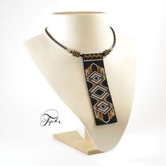 Odd count peyote stitch necklace and bracelet pattern using Miyuki Delica 11 seed beads; BRACELET: 1,6 x 6,3 inches (4cm x 16cm) NECKLACE: 1,4 X