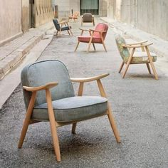 Monotello chooses some kinds of loose and built-in furniture. Those kinds of furniture can support the minimalist interior maximally and also offering more free spaces, making its interior looks large Danish Furniture, Art Furniture, Furniture Design, Love Chair, Grey Chair, Take A Seat, Home And Deco, Mid Century Furniture, Danish Design