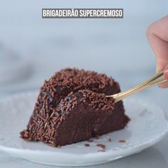 Chocolate Cake- Brigadeirão Classic recipe for brigadeirão to prepare on a daily basis and also at parties and special celebrations! Sweets Recipes, Cake Recipes, Cooking Recipes, Diy Food, Love Food, Food Porn, Food And Drink, Yummy Food, Chocolate Cake