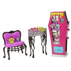 Discover the best selection of Monster High Toys at Mattel Shop. Shop for the latest Monster High dolls, playsets, DVDs, accessories and more today! School Accessories, Doll Accessories, Monster High Boys, Mattel Shop, Student Lounge, Novi Stars, Barbie Toys, Boy Doll, Minis