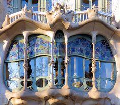 Gaudi Mosaic, Antonio Gaudi, Art Nouveau Architecture, Barcelona Spain, Science And Nature, Art Deco, Mansions, House Styles, Building