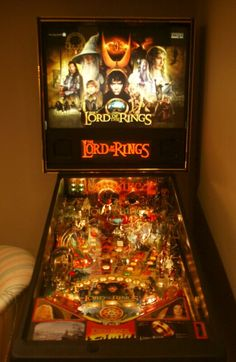 LOTR Pinball Machine...gimme! // I've played this before! So much fun! I had a great time whacking the Balrog. ^_^
