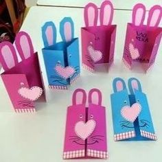 How to Make a Pop Up Easter Card -Easy Easter Craft for Kids. This homemade Easter card is a fun and easy craft for kids of all ages to make for Easter. Simple pop up handmade greeting card and Easter crafts for kids. Easy Easter Crafts, Easter Art, Bunny Crafts, Easter Crafts For Kids, Diy For Kids, Easter Activities, Preschool Crafts, Activities For Kids, Tarjetas Diy