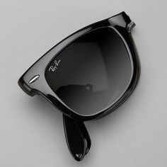 After a decade long break, Ray-Ban has re-released the Original Wayfarer in different styles to reflect the times. The Wayfarer Folding RB4105 Sunglasses are updated with folding frames. Designed with a saddle nose bridge and adjustable temples for maximum comfort. Featured on the temples and on the right lens is the signature Ray-Ban logo. Non-Polarized Plastic Propionate frame, Crystal lens 100% UV400 protection coating Bridge: 15 millimeters Arm: 135 millimeters Case included Please…