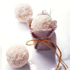 Découvrez la recette des truffes blanches aux amandes