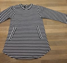 Zwart wit streep jurkje verkrijgbaar in maat 86