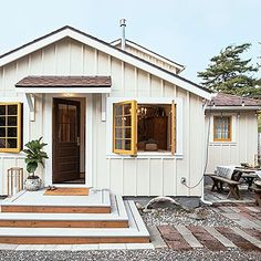 Budget Beach Shack Makeover Two architects turn a falling-down beach shack into a family oasis Portland-based architects Melody and Brian… Beach Cottage Style, Beach Cottage Decor, Coastal Cottage, Coastal Style, Coastal Living, Coastal Decor, Beach Cottage Kitchens, Lake Decor, Coastal Bedrooms