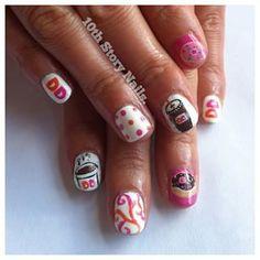 … contra Dunkin' Donuts:   26 diseños artísticos de uñas increíblemente detallados