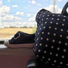 Milano arriviamooooo  #treno #milano #milan #train #inviaggio #lestateefinita #mybag #hisshoes #blue #blu #scarpine @lezirrenapoli