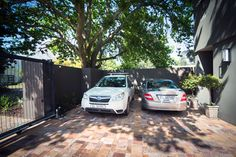 Twice Guest House: Free onsite parking for our guests. (Bed and Breakfast in Stellenbosch South Africa).