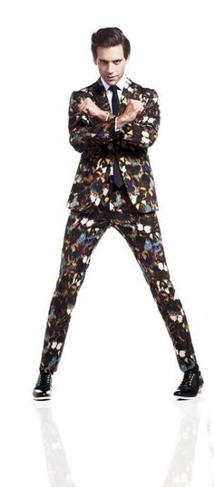 geez Mika staaaaaahp TOo TaLl! Kimono Fashion, Love Fashion, Mens Fashion, Mika Singer, Pleasing People, Male Kimono, Kimono Pattern, Anime Guys, Anime Male