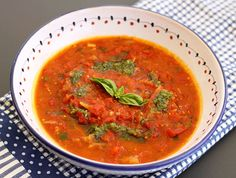 Roasted Tomato, Onion, & Fennel Soup: Obviously chicken broth is basically vomit, so use veggie broth so you're not taking part in horrible cruelty and the destruction of the environment. Chowder Recipes, Soup Recipes, Vegan Recipes, Italian Chef, Italian Recipes, Fennel Soup, Plum Tomatoes, Roasted Tomatoes, Gm Diet