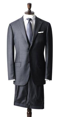 イタリアンもブリティッシュも、モダンもクラシックも、一周回った感のある昨今。ベーシックなスーツの良さが、今一度見直されようとしています。そんな今、間違いナシなスーツスタイルを完全解